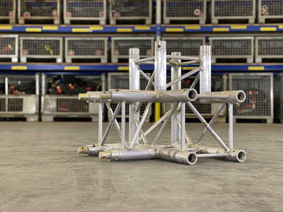 Power 4 You verhuurt truss-constructies van minimaal vier meter hoog.